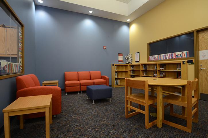 School-17-Classroom-Library 4
